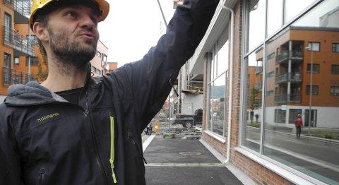 Tonny Kolås og Den grønne sykkel har kjøpt næringslokale i Damsgårdsveien. ? Vi får en utfordring når vi skal flytte fra 2000 kvadratmeter til 200, sier Kolås.