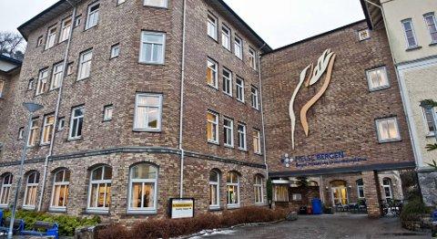 En pasient var tvangsinnlagt på Sandviken sykehus etter et selvmordsforsøk. 6,5 timer etter innkomst på Sandviken tok han livet sitt.
