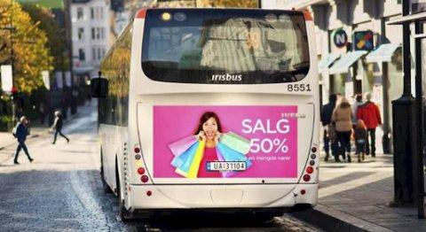 Reklame i hekken kan generere inntekter for fylkeskommunen.