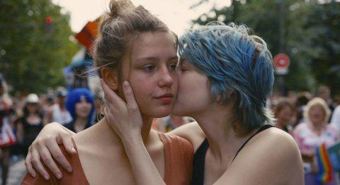 Videregående-elven Adèle (Adèle Exarchopoulos) og den noen år eldre kunststudenten Emma (Léa Seydoux).