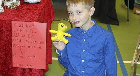 Kevin Telle (10) solgte bamsene sine for å få råd til å kjøpe julegave til lillesøster.