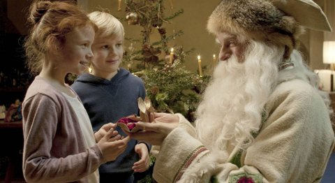 Ben og Charlotte møter julenissen.