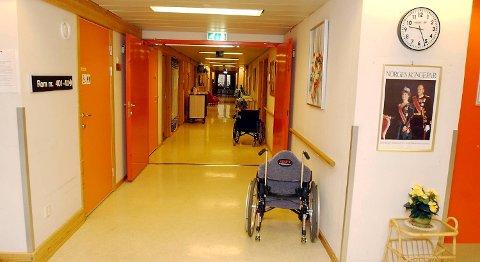 De ansatte på Ladegården sykehjem ville jobbe 13-timersvakter for å gjøre livet bedre for beboerne. Det fikk de ikke lov til. (Arkivfoto)