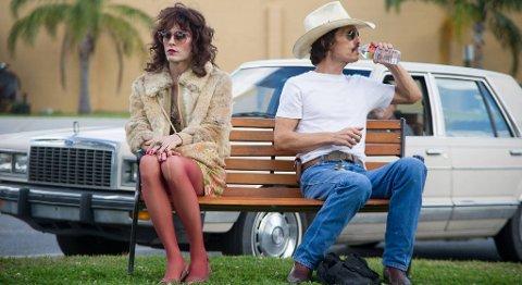 Matthew McConaughey er blitt en kompromissløs skuespiller etter at han hoppet av det kommersielle Hollywood-kjøret. Han vant Golden Globe. Kan det bli Oscar? Her sammen med Jared Leto. FOTO: FILMWEB