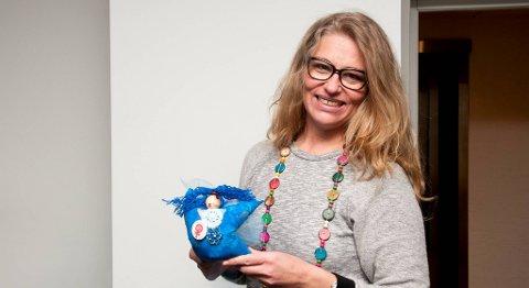 Årets pris gikk til en overveldet og overrasket Mette Løkeland Stai. Med prisen fikk hun denne dukken som Kvinneaktivistene mener er et symbol på kampen de kjemper for seg selv og sine medsøstre.
