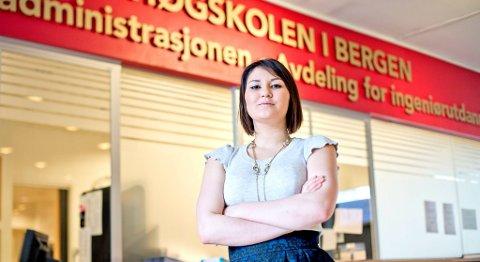 Nestleder for NITO Studentene ved HiB, Safina De Klerk, er bekymret for hvordan de skal klare å få nok lærere til ingeniørutdanningen. Flere av dem er i tillegg over 60 år. Hvem skal erstatte dem når de går av med pensjon, spør hun