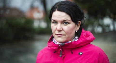 Camilla Constanse Strøm-Andresen mistet begge foreldrene i en bilulykke på Voss. Hun reagerer på minnemarkeringen «Ettertankens dag».