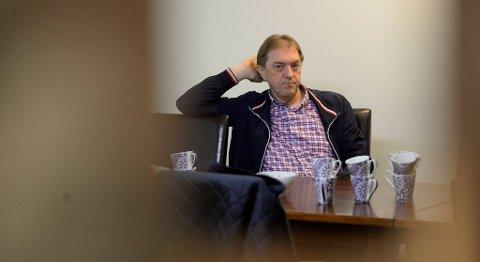 Gunnar Bakke sa ingenting til pressen da han ankom Frps partilokaler ettermiddagen etter at han måtte forlate byrådet. I etterkant har den tidligere ordføreren holdt svært lav profil.