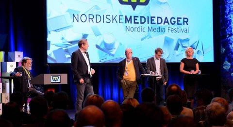 Den store medieundersøkelsen ble presentert på Nordiske Mediedager i Grieghallen. Fra venstre: Frank Aarebrot (UIB), Arill Riise (TV 2),  Bernt Olufsen (Schibsted), Mathias Fischer (Bergens Tidende) og Jette F. Christensen (Ap).