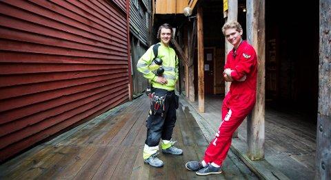 Joachim Morken (20) har nettopp tatt fagbrev som elektriker, mens Ole Golten (18) er russ ved Sandsli videregående skole og ser frem til mange flere år på skolebenken.