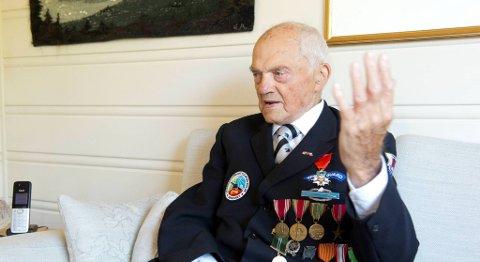 John Pettersen (99) fra Radøy blir hedret med medalje fra den franske stat for innsatsen under krigen.