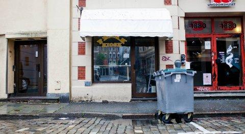 Onsdag holdt fortsatt Freak Kiosk i Domkirkegaten stengt, men Mattilsynet opphevet stengingsrestriksjonen i forrige uke. Innehaver av kiosken sier til BA at de skal åpne igjen torsdag.