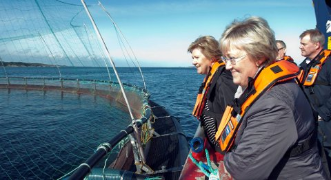 Fiskeriminister Elisabeth Aspaker vil fjerna grensene for eigarskap. Her frå eit besøk i Øygarden tidlegare i år.