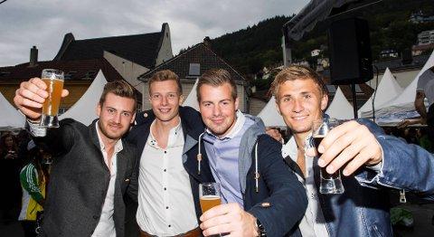 Ekte øl-entusiaster på festival. Marcus Garberg, Bjarne Langeland, Olivier Heimnes og Steffen LIe Skålevik.