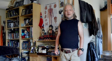 Frode Dalland (39) fikk egen leilighet ved Hamrehaugen bosenter etter å ha blitt flyttet rundt på psykiatriske institusjoner i flere år. ?Jeg føler meg bedre her, sier Dalland.