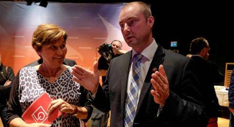 LO-leiar Gerd Kristiansen og Arbeids- og sosialminister Robert Eriksson er rykande ueinige.