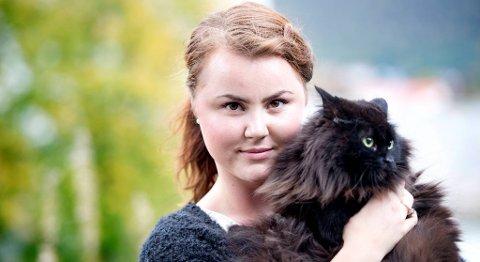 Linn Kristin Engø (Ap) kaller det en katastrofe at Bergen ikke lenger har en smådyrvakt. Katten Castro, som trolig fikk livet reddet av vakttjenesten tidligere i sommer, ser heller ikke særlig fornøyd ut.