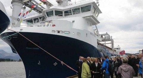 Det var mykje folk, både inviterte gjestar og andre interesserte, som hadde funne vegen til dåpsseremonien og omvisinga om bord på «Artic Fjell».