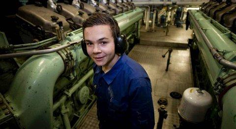 Sidan oppstarten i 2007 har Florø vore sterkt representert med elevar om bord kvart år. Her er Steffen Helgås Brandsøy i arbeid i maskinrommet.