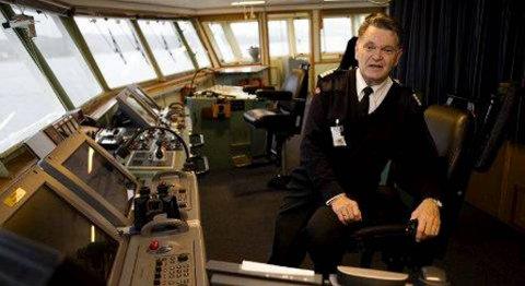 Kaptein Svein Ivar Olaussen fortel at elevane om bord på M/S Gann har vore populære lærlingskandidtar.