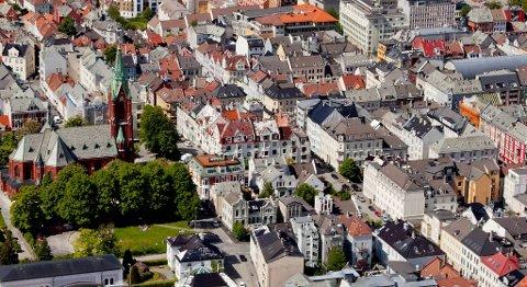 Huset til pensjonisten i dette området i Bergen gikk på tvangssalg for nær 12 millioner kroner.
