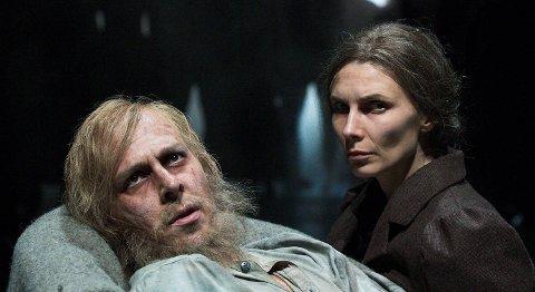 André Søfteland og Herborg Kråkevik fikk gode kritikker som det sentrale paret Sivert og Petra i «Hellemyrsfolket».