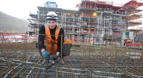 I bygg- og anleggsfag er det flere lærlingeplasser enn det er lærlinger.  Sebastian Hess er lærling hos Stoltz.