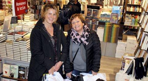 Irene Førdedal (t.v.) og Jill Frydenlund var ute og handlet julegaver denne uken. - Det er greit å ha en ønskeliste å gå etter, er de enige om.
