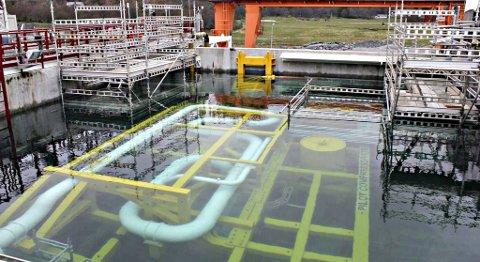 Kompressoren testes nedsenket i vann.
