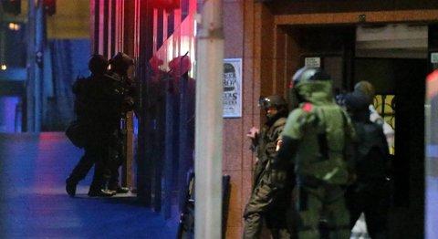 Gisselsituasjonen i Sydney er over etter at politiet stormet kafeen.