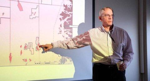 Det tyske storkonsernet RWE har tidlegare funne store mengder olje på Titanfeltet vest av Gjøa. Her informerte geolog og leitesjef John Clark i RWE om dette funnet i Florø i 2011.
