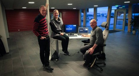 Maritim Forening flytta 3. desember inn i nye lokale i Horne Brygge. F.v.: Trond Strømgren, Beate Solheim Grønnevik og Stein Kvalsund