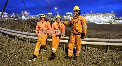 Lærlingene Espen Strømsvåg, Elin Falster Sporsheim og Markus Moen er stolte over å være en del av gasseventyret på Aukra.