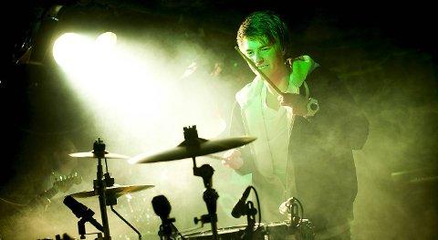 Peder Losnegård trøkket til på trommer også.