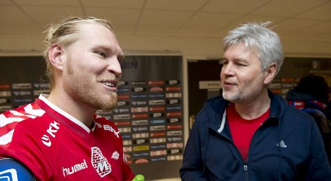 Tomasz Sokolowski (t.v.)  skilles fra pappa Kaz Sokolowski (t.h.) etter et halvår sammen i Brann. Sistnevnte er på vei til polsk fotball.
