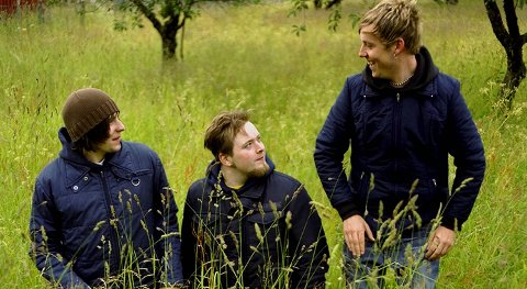 Ralph Myerz & The Jack Herren Band ble verdenslansert av Emperor Norton Records i 2002. F.v. Erlend Sellevold, Thomas Lønnheim og Tarjei Strøm.