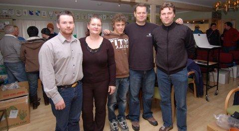 Medlemmene i Risør Akvarieklubb har all grunn til å være fornøyde. Her er noen av ildsjelsene, fra venstre Arne Olsen, Gry Pedersen, Odd Espen Gustavsen, Roy Fredrik Pedersen og Tore Jacobsen.