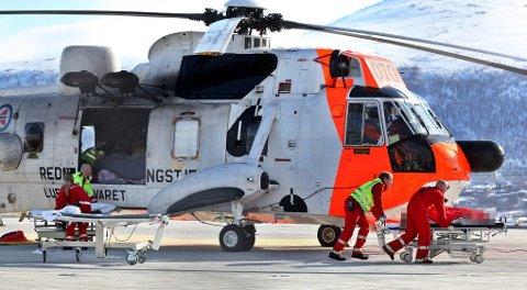 Redningshelikopteret fraktet de to besteforeldrene og de fire barnebarna til UNN lørdag formiddag.