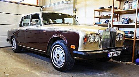 Til salgs: Ikke mange har en Rolls-Royce Silver Shadow stående hjemme i garasjen. Denne er til salgs for døye 300.000 kroner.