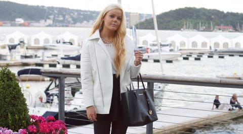 Ansvar: Katrine Åstorp Heggeriset (18) mener at forbrukerne har et ansvar, men ønsker å slå ned på kleskjedene som står bak klesindustrien.                  FOTO: PRIVAT