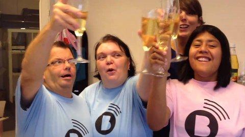? Jippi, dette blir bra, jubler reporterne Rune Velsvik (43), Isabelle Aanes (25), Monica Nilsen (43) og redaktør og prosjektleder Camilla Kvalheim (40).