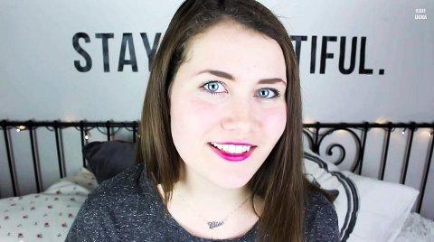 Blogger og legger ut videoer: Fra jenterommet lager Elise blogginnlegg og videoer til Youtube om sminke, mote og hverdagen sin.