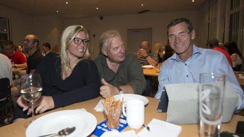 Fylkesleder Kjersti Stenseng sammen med Ingar Sletten Kolloen og Torstein Rudihagen. Alle ser relativt lyst på situasjonen
