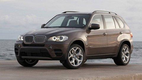 BMW X5 har fått seg et aldri så lite ansiktsløft, slik at den er enda bedre rustet til å møte sine nye motstandere.