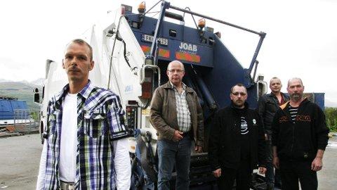 OVERVÅKET: De ansatte i Avfallsservice AS i Nordreisa føler seg overvåket via GPS. Fra venstre: Jørn-Roar Rollstad, tillitsvalgt Trond Are Henriksen, Frank Lunde, Verner Bekkmo og Kurt Soleng.