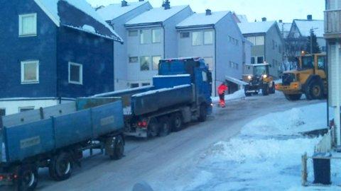 KOM IKKE OPP: Denne semitraileren kom hverken opp eller ned bakken mandag ettermiddag.