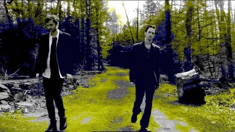 """Paul Waaktaar-Savoy (t.v.) tar med seg den amerikanske vennen Jimmy Gnecco inn i sitt nye prosjekt kalt Weathervane, som også er tittelen på første låt - som blir å høre i filmen """"Hodejegerne""""."""