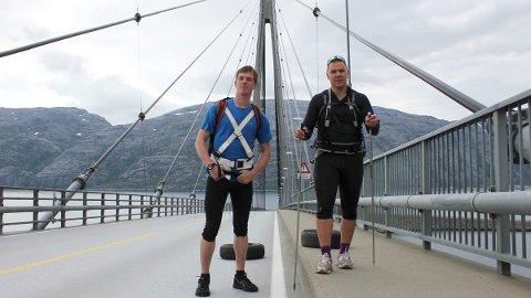 I et helt år har Ottar Haldorsen (t.h.) og Jacob Meland trent seg opp til ekspedisjonen til Sydpolen. Meland må legge på seg litt til, men ellers er det aller meste klart for reisen som vil vare i to måneder. Bildet er tatt under en treningsøkt i sommer. 1. november drar de.