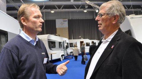 Bobiler er in: Rune Lysaker, daglig leder ved Mysen Caravan og Knut Pedersen.