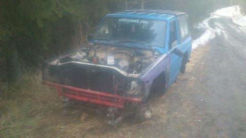 RIBBET: En 1985-modell Nissan Patrol 160, kort type, ble stjålet fra Dokken 12 på Dokka natt til tirsdag. Den ble gjenfunnet tirsdag morgen.